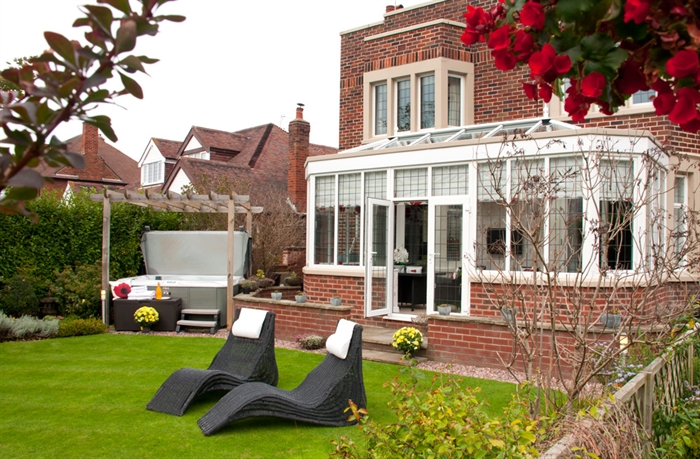 Blackpool Boutique B&B Number One - gardens and hot tub