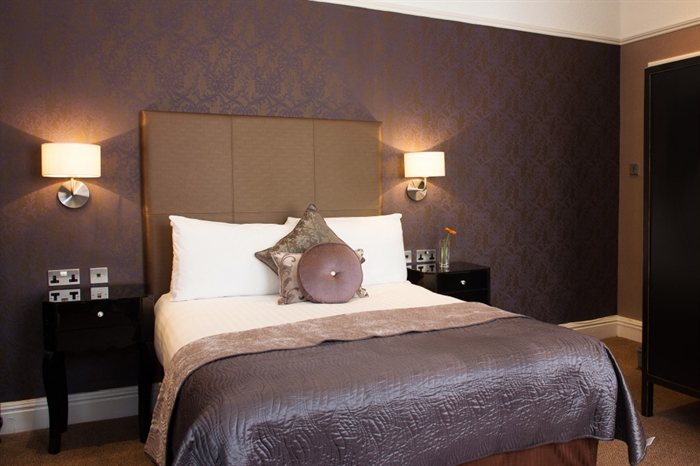 Glendower Hotel bedroom